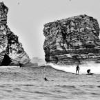 Noir et blanc de surfeur
