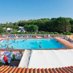 Vue de la piscine du camping International